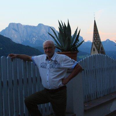 Profilbild von Helmut9347
